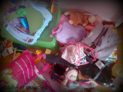 chambre en désordre, enfant casse les jouets, enfant ne respecte pas ses jouets, enfant qui casse tout,
